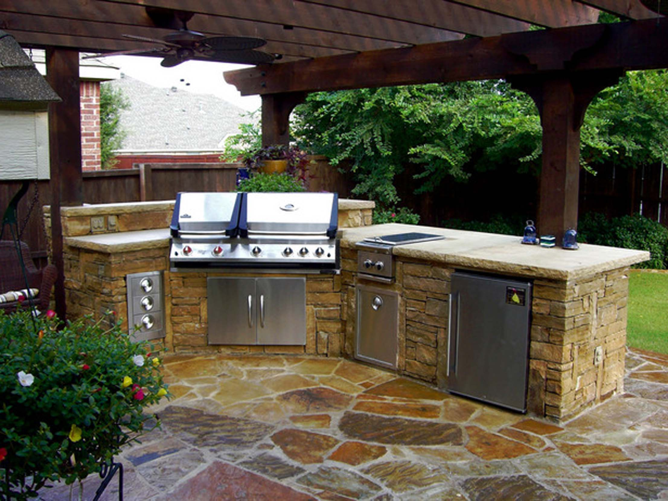 DP_burt-stone-outdoor-kitchen_s4x3_lg